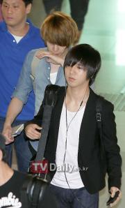 Kyuhyun follow Yesung